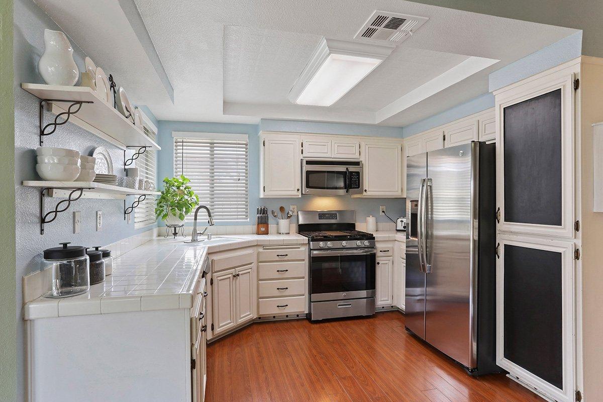 37039 Velutina Way Palmdale CA - Kitchen
