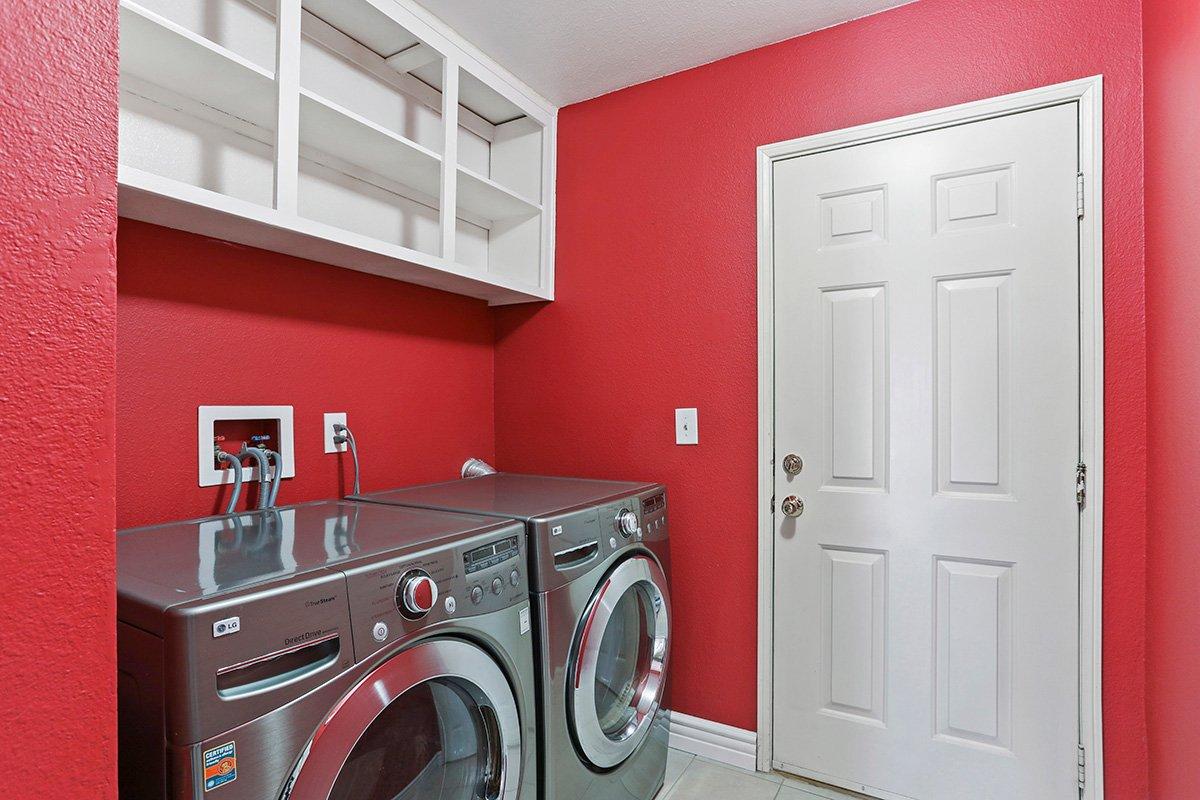 37039 Velutina Way Palmdale CA - Laundry Room