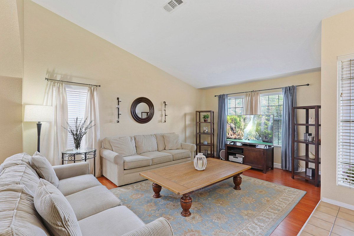 37039 Velutina Way Palmdale CA - Living Room 2
