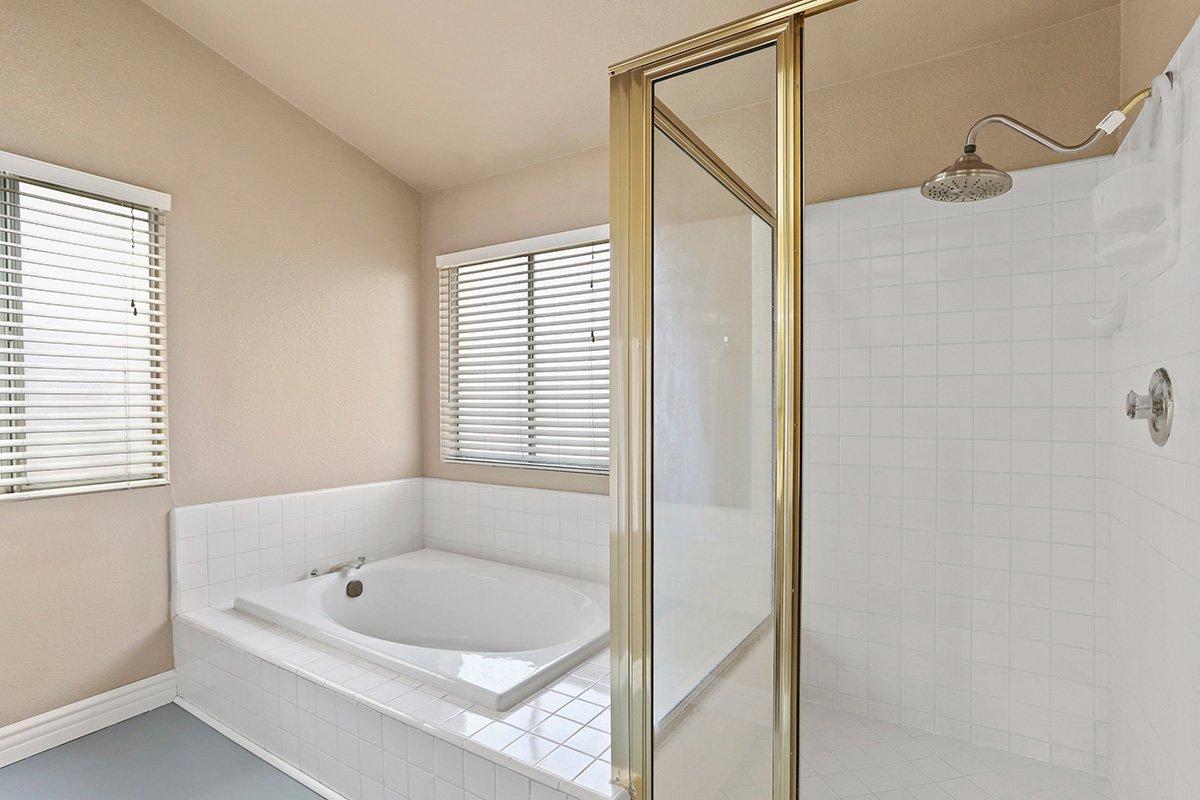 37039 Velutina Way Palmdale CA - Master Bath 2