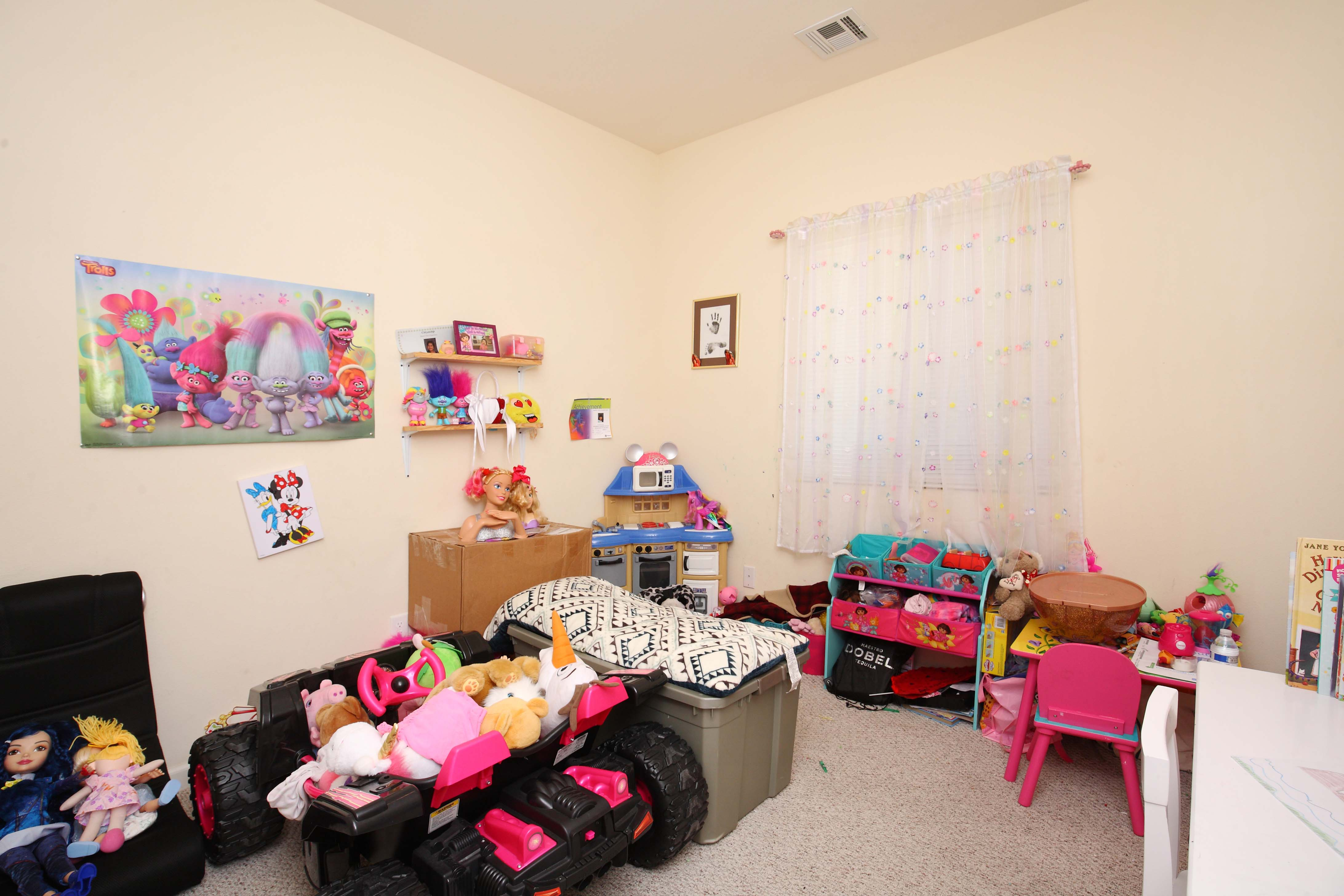 1323 West Avenue I Kids Room