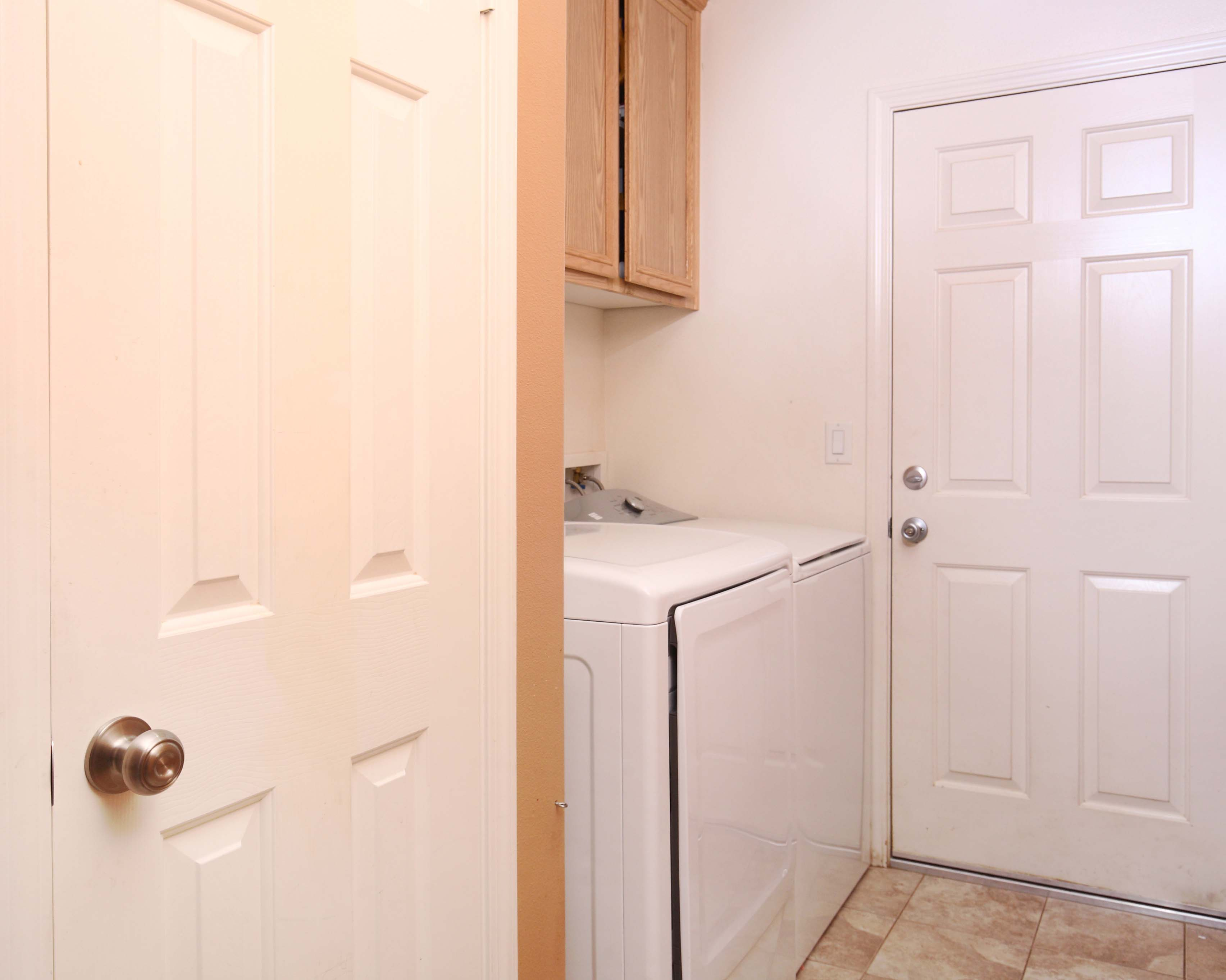 1323 West Avenue I Laundry Room