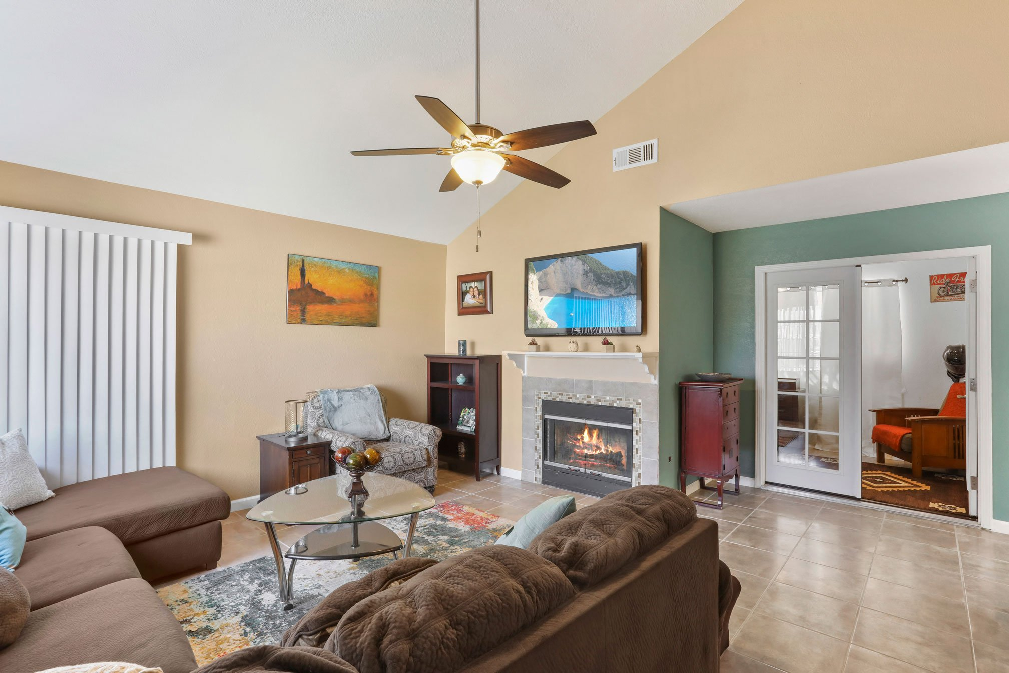 3 Palmdale Real Estate Agent Photo Living Room