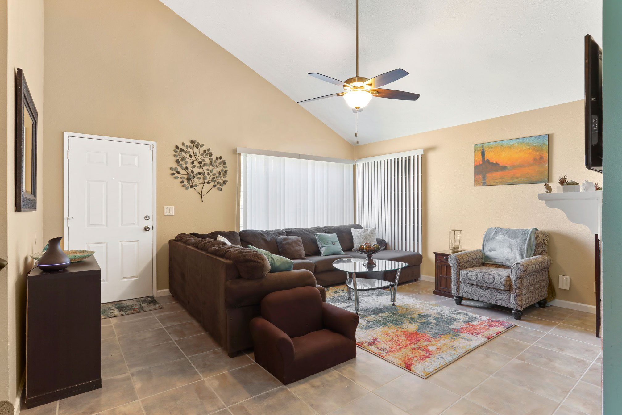 4 Palmdale Real Estate Agent Photo Living Room