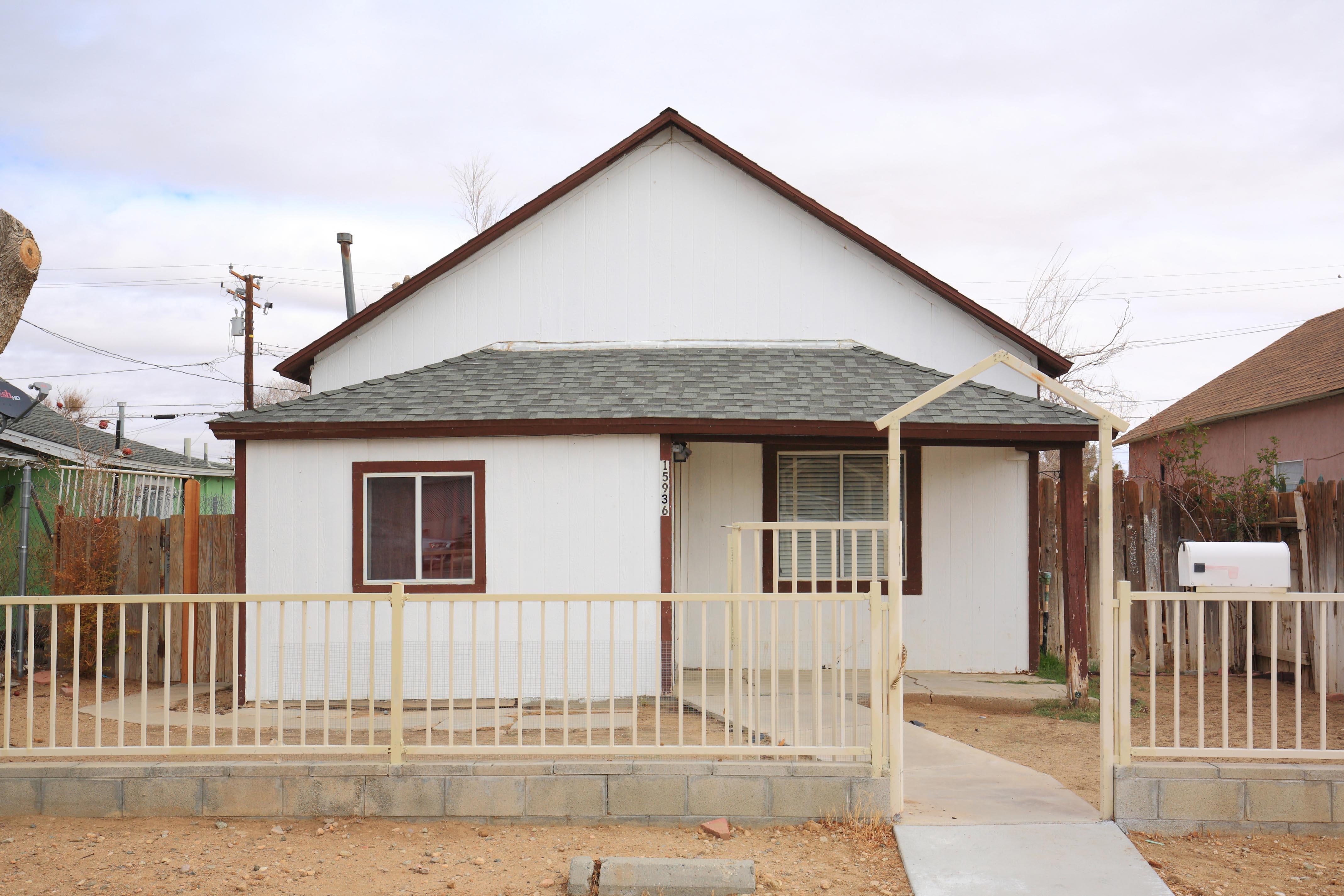 15936 L Street Mojave California Front Yard