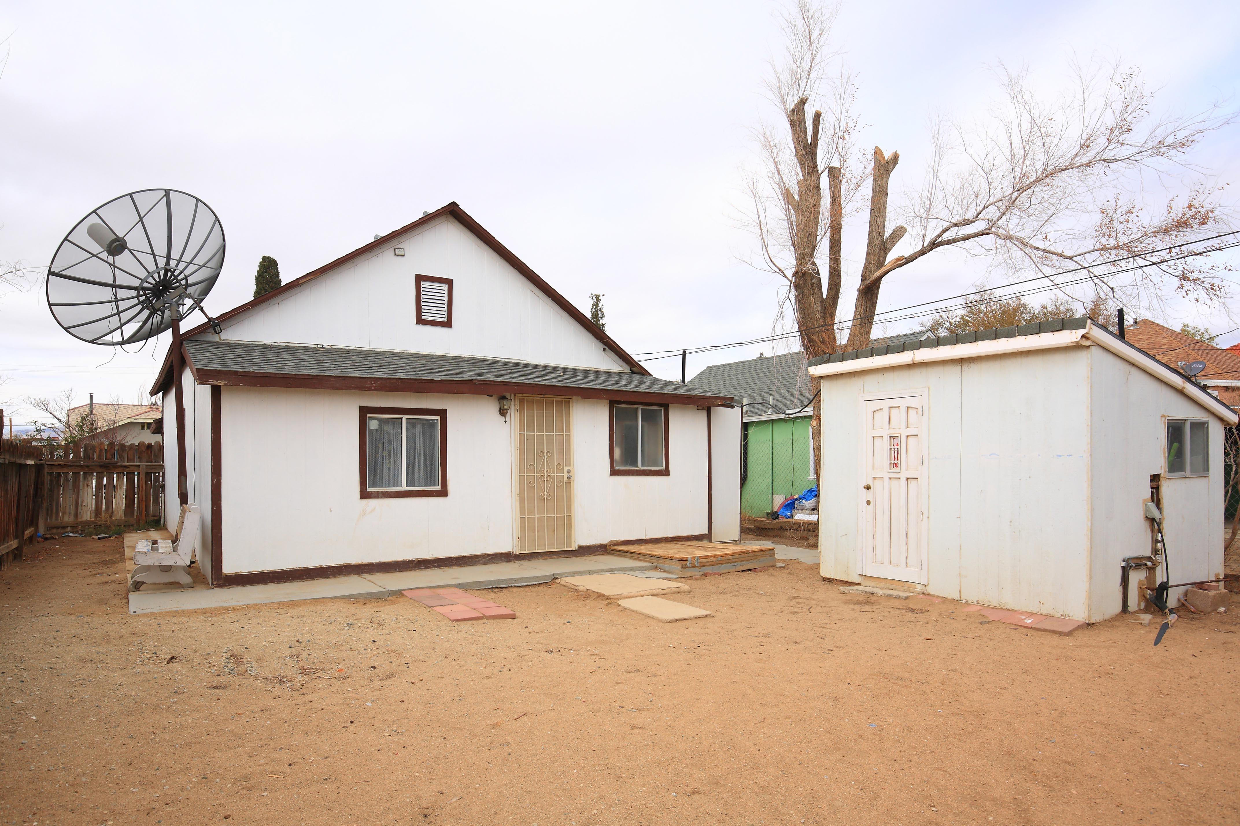 15936 L Street Mojave California rearyard side