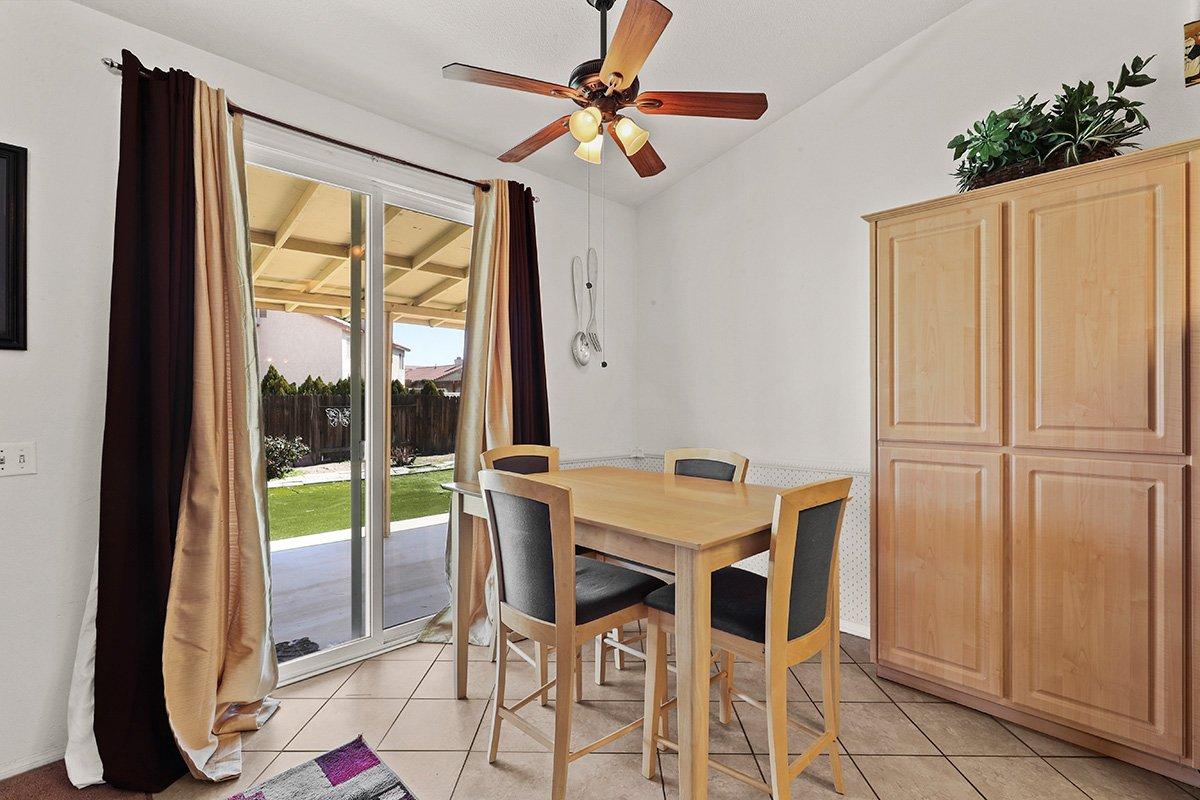 36528 Rodeo Street Palmdale CA Best Real Estate Agent breakfast bar