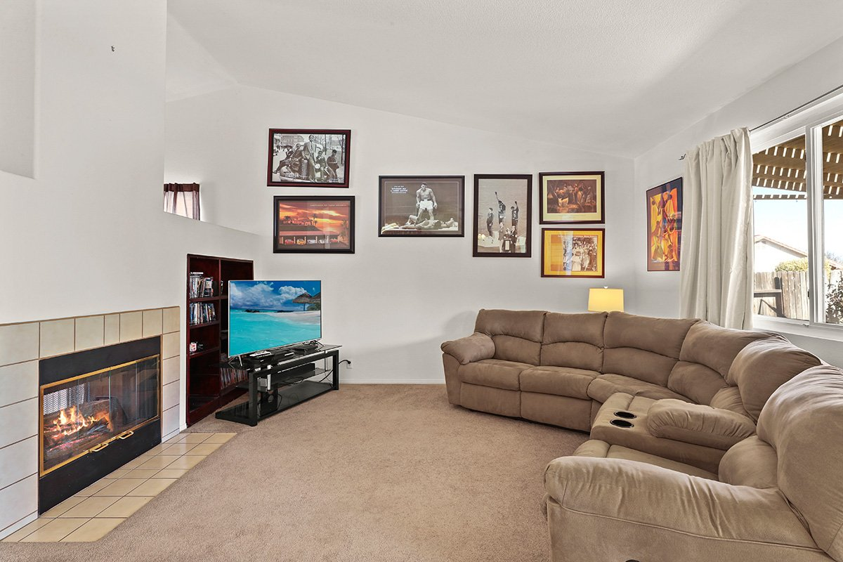 36528 Rodeo Street Palmdale CA Best Real Estate Agent family room