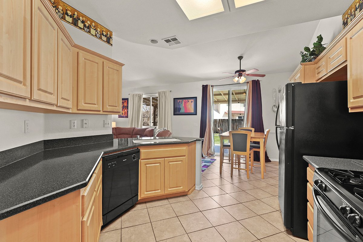 36528 Rodeo Street Palmdale CA Best Real Estate Agent kitchen