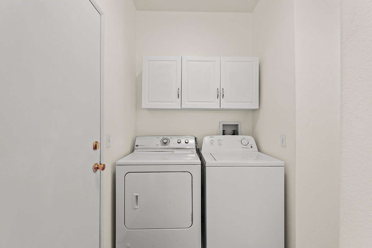 36528 Rodeo Street Palmdale CA Best Real Estate Agent laundry room