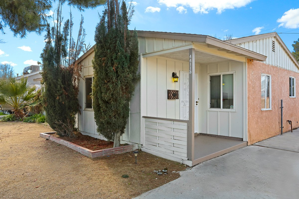 44115 Elm Avenue Lancaster CA 93534 Porch