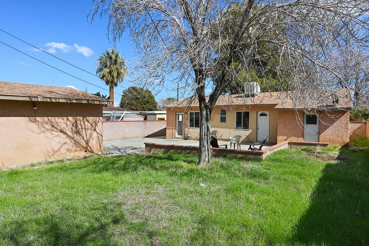 44115 Elm Avenue Lancaster CA 93534 backyard lawn area