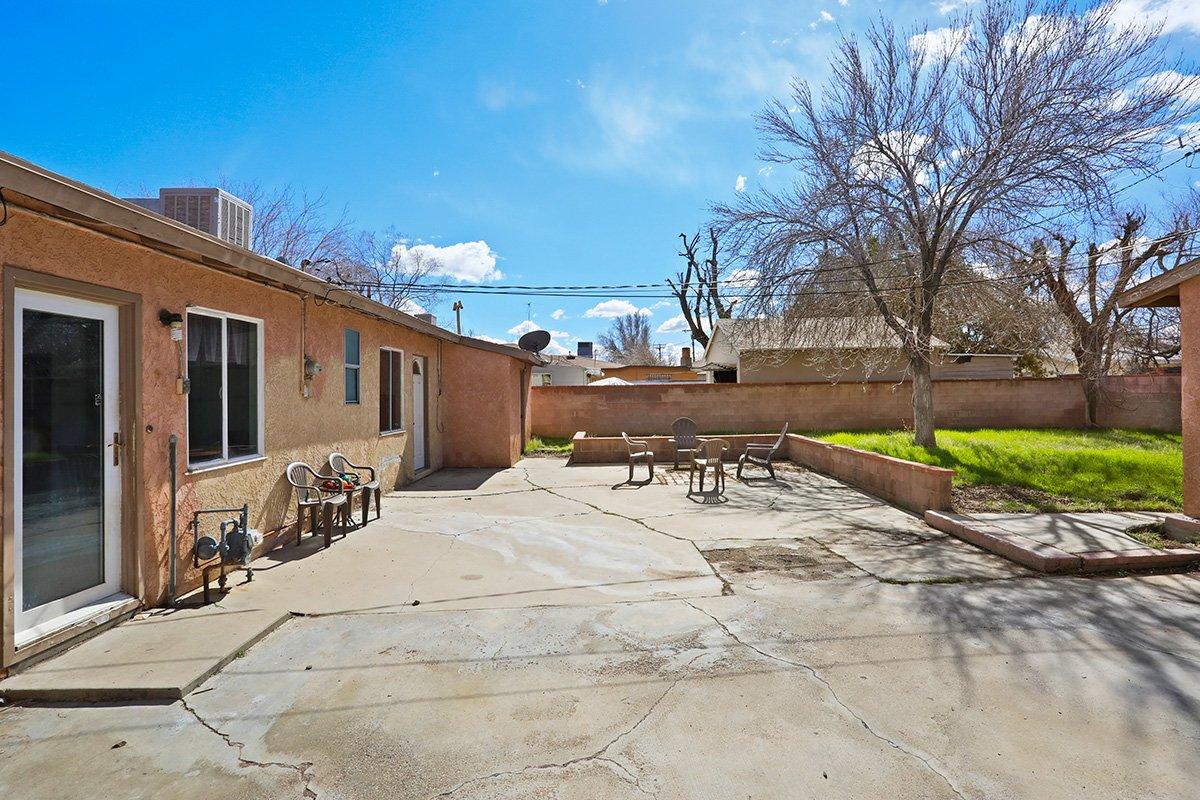 44115 Elm Avenue Lancaster CA 93534 backyard porch