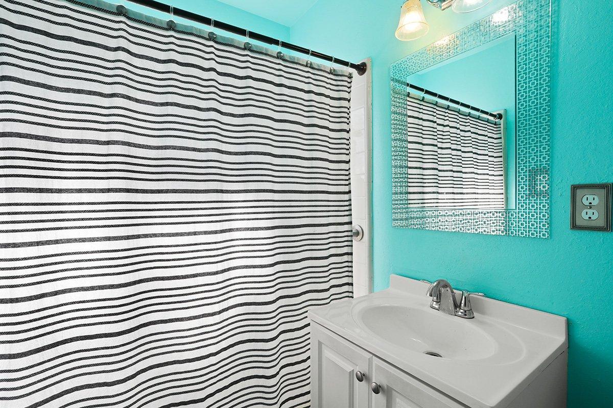 44115 Elm Avenue Lancaster CA 93534 bathroom