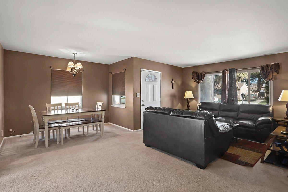 44115 Elm Avenue Lancaster CA 93534 living room facing front door