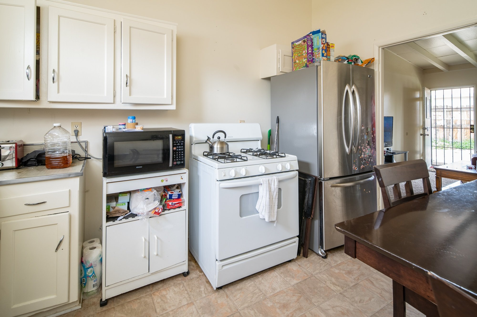 Palmdale, CA best real estate agent 557 - 559 West Avenue H 8, Lancaster, CA 93534 (kitchen)