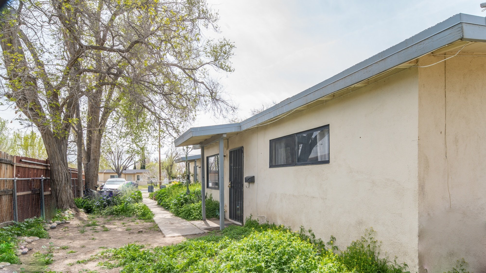Palmdale, CA best real estate agent 557 - 559 West Avenue H 8, Lancaster, CA 93534 (side yard)