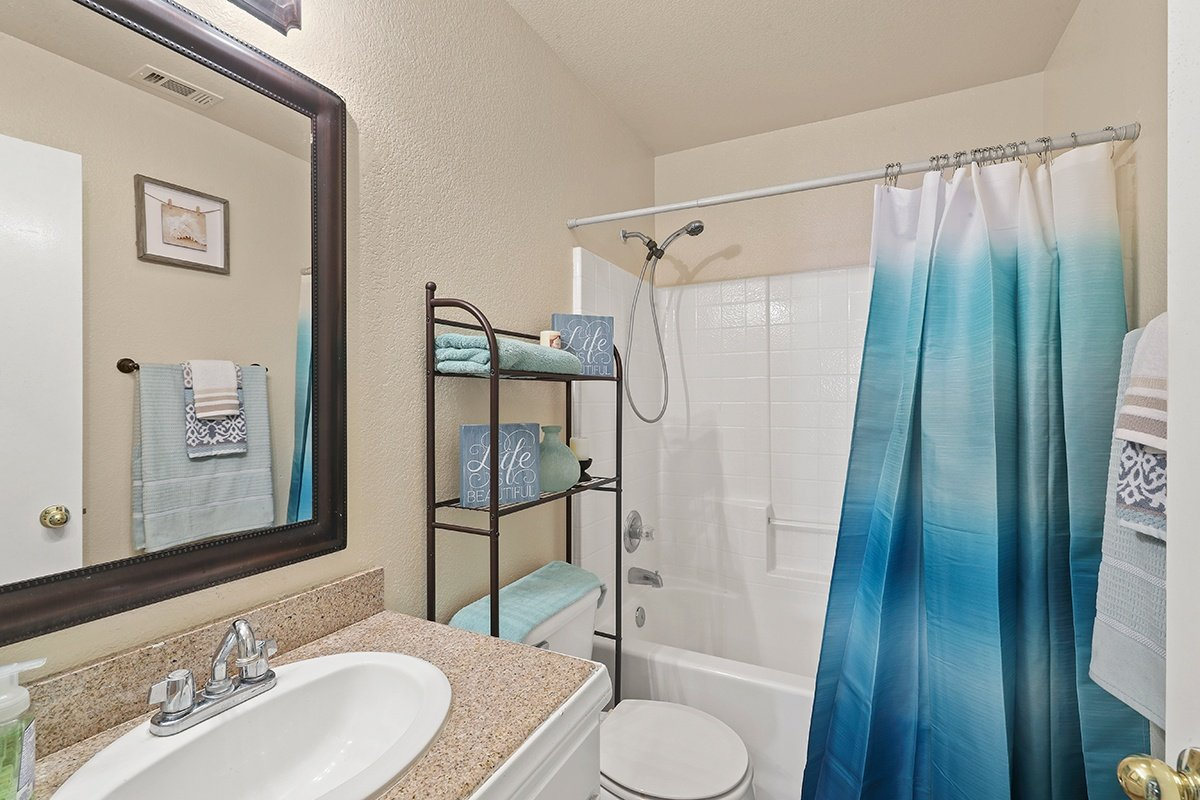 Palmdale Real Estate Agent - Kaylin Bathroom 2