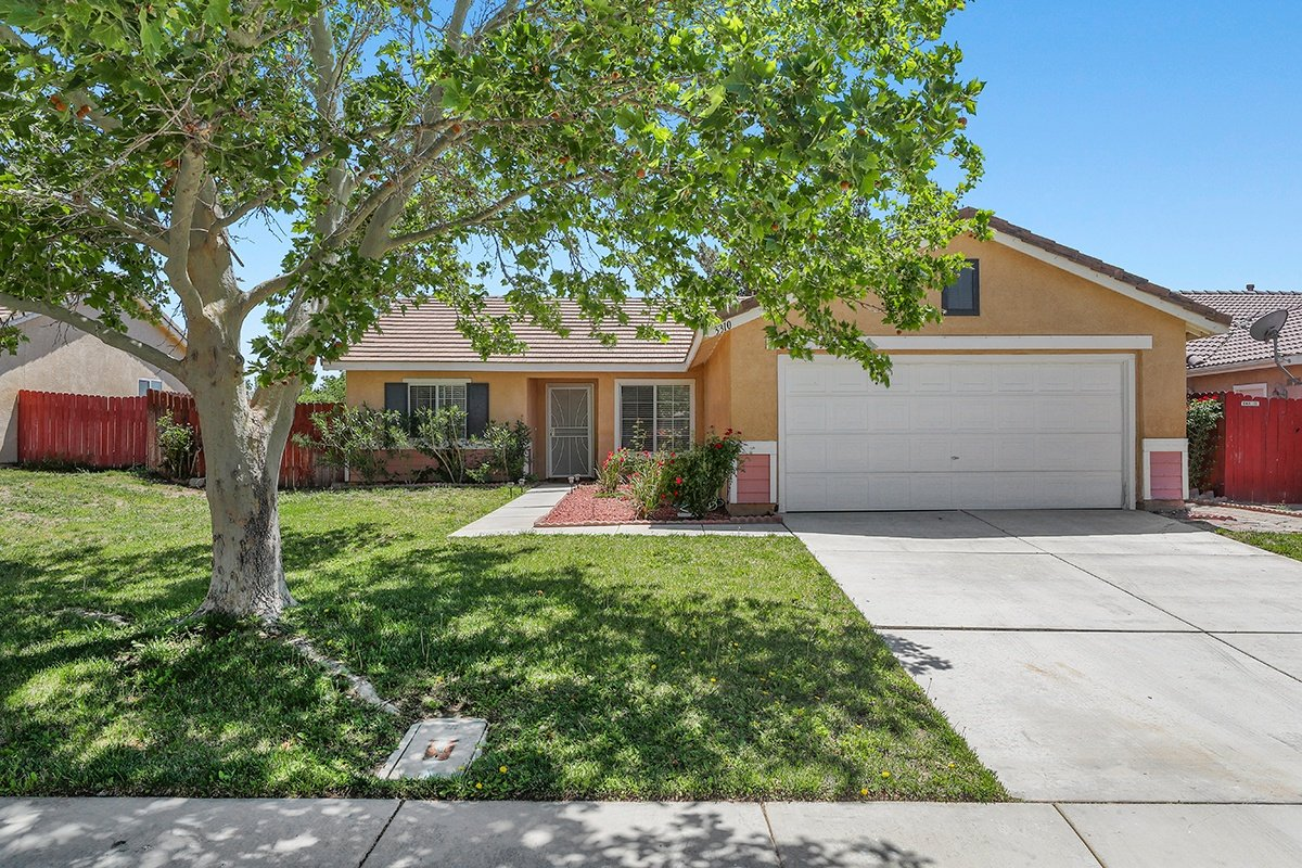 Palmdale Real Estate Agent - Kaylin Front 3