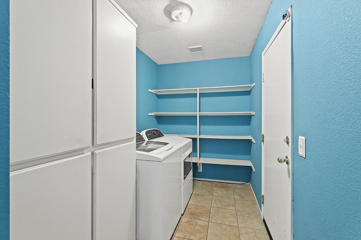 Palmdale Real Estate Agent - Kaylin Laundry Room
