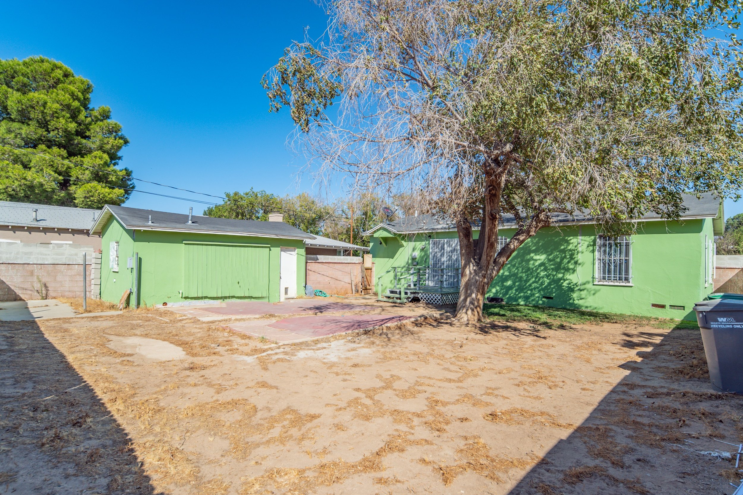 44221 Elm Avenue Lancaster CA Realtor - Backyard and Garage