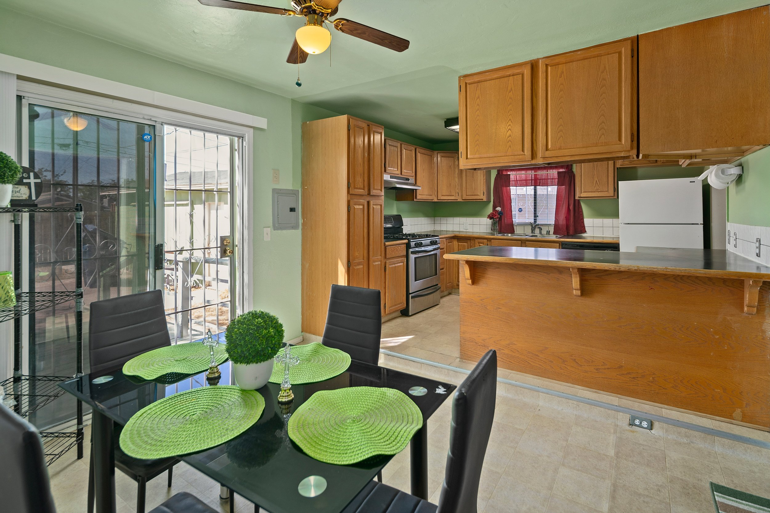 44221 Elm Avenue Lancaster CA Realtor -Breaktfast and kitchen