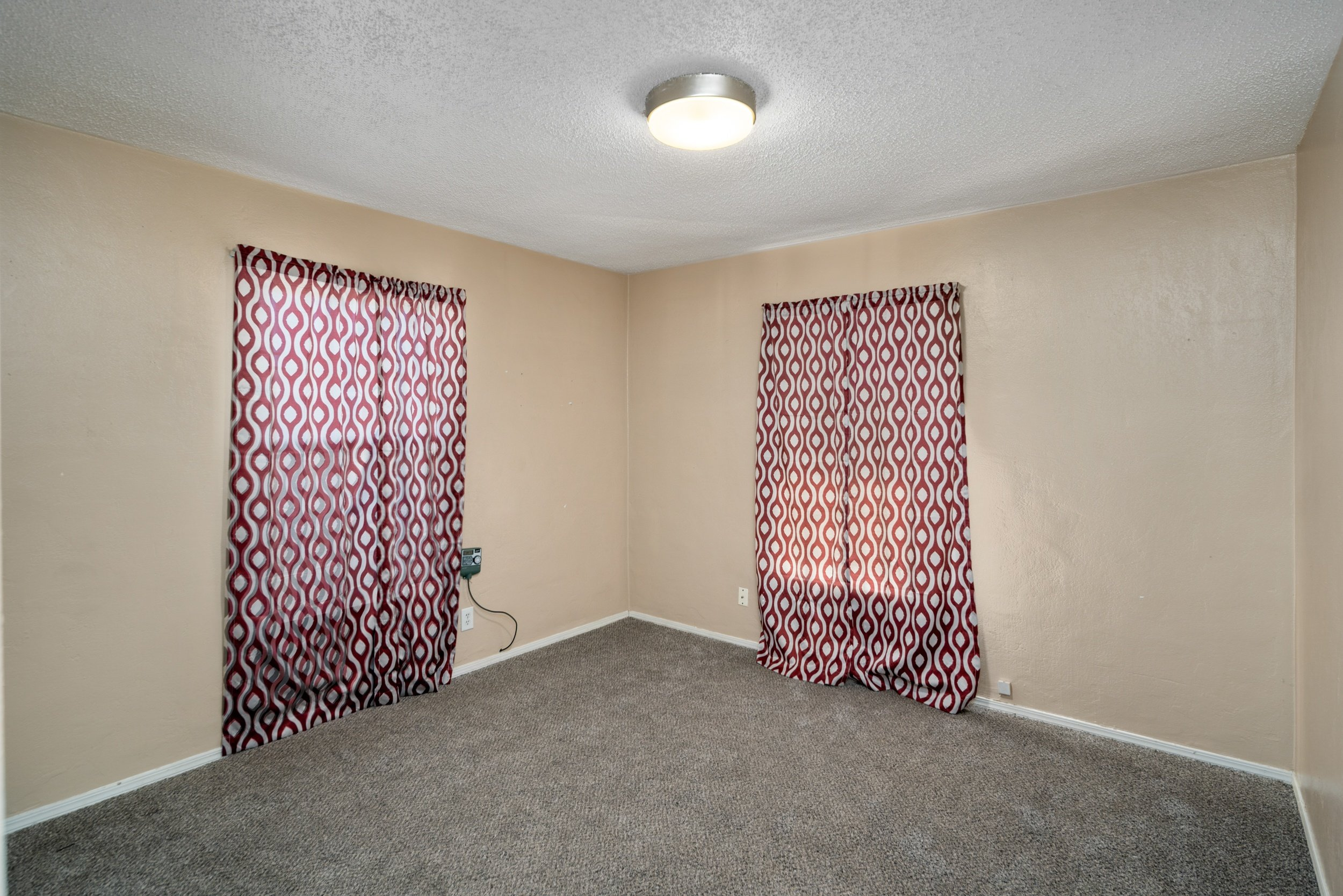 44221 Elm Avenue Lancaster CA Realtor - Guest Bedroom