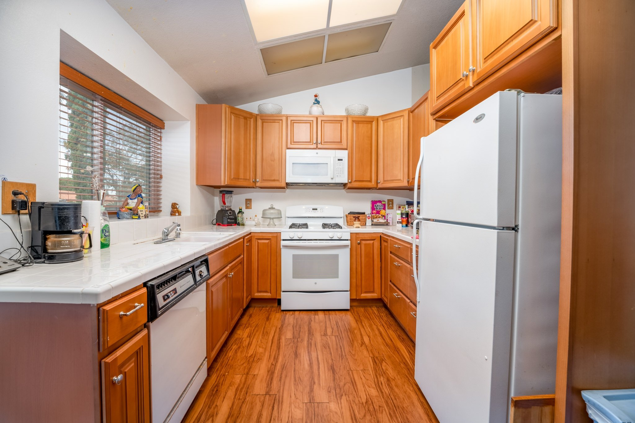 509 Hilltop Terrace Palmdale Real Estate Kitchen