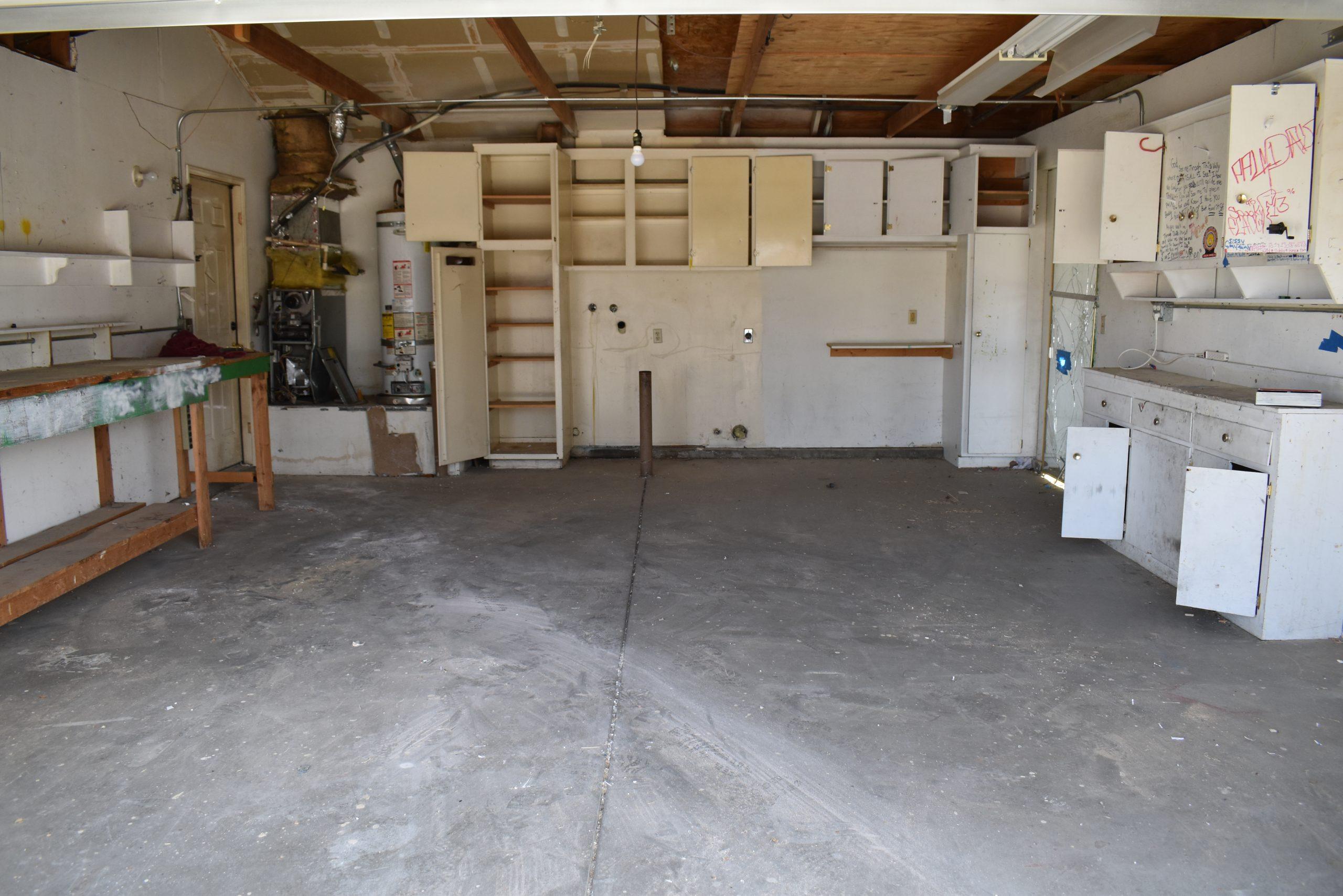 38038 Raintree Lane Garage