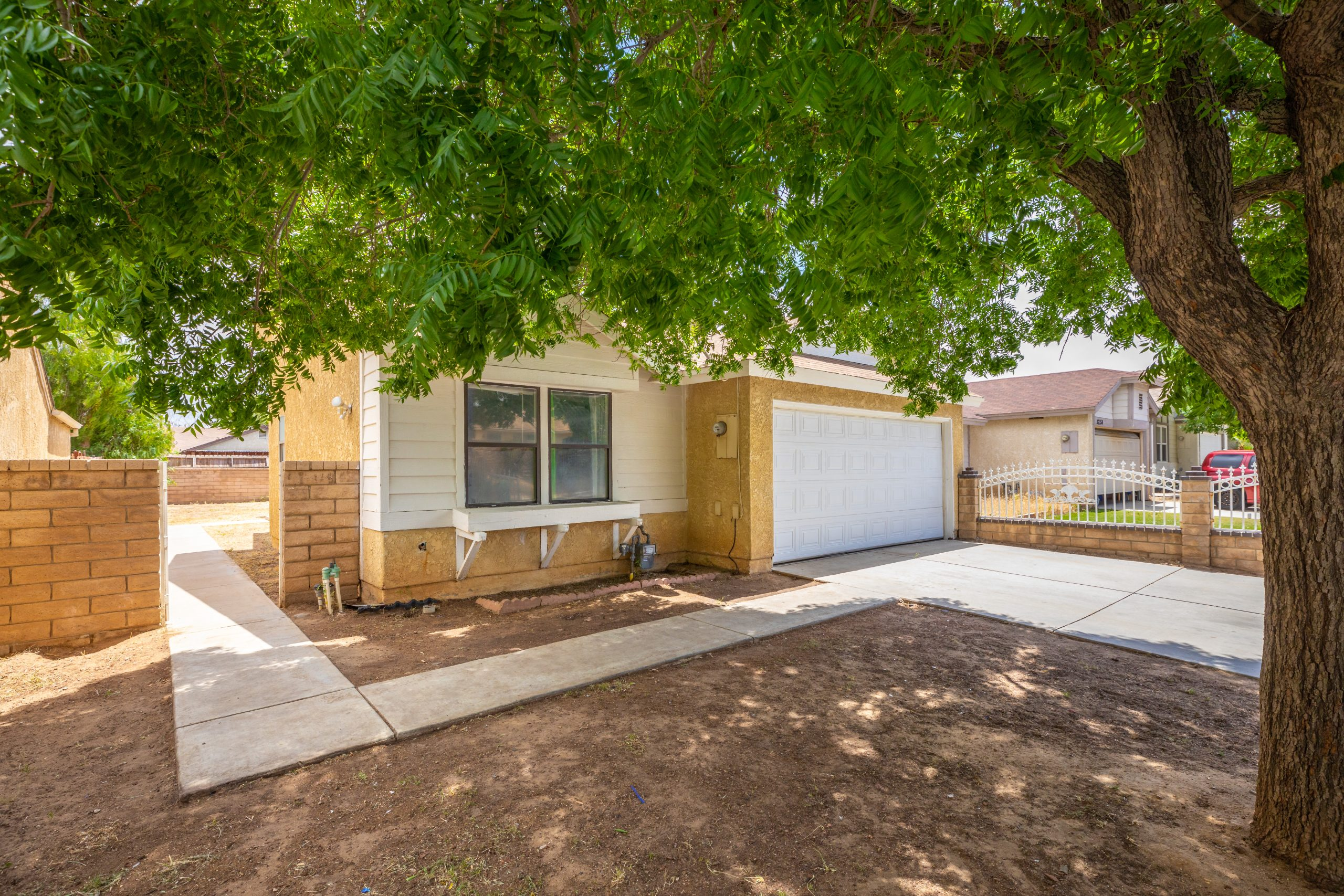 2 Front 37518 29th Street East Palmdale CA