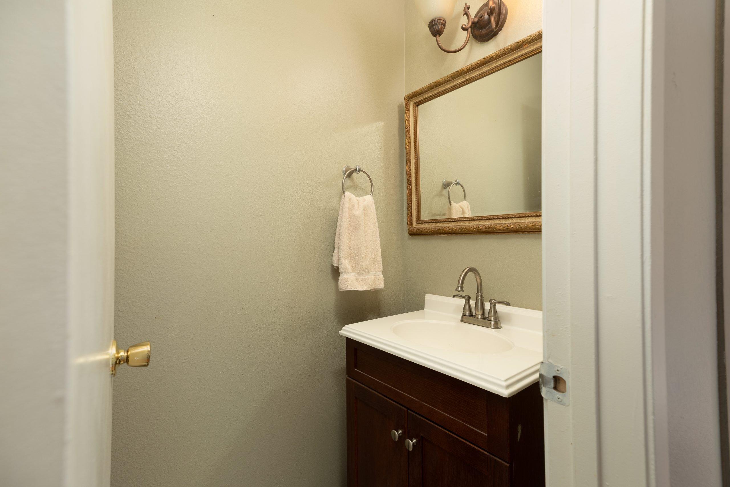 Palmdale CA Real Estate 37128 Marye Margo Circle Palmdale Bathroom Two