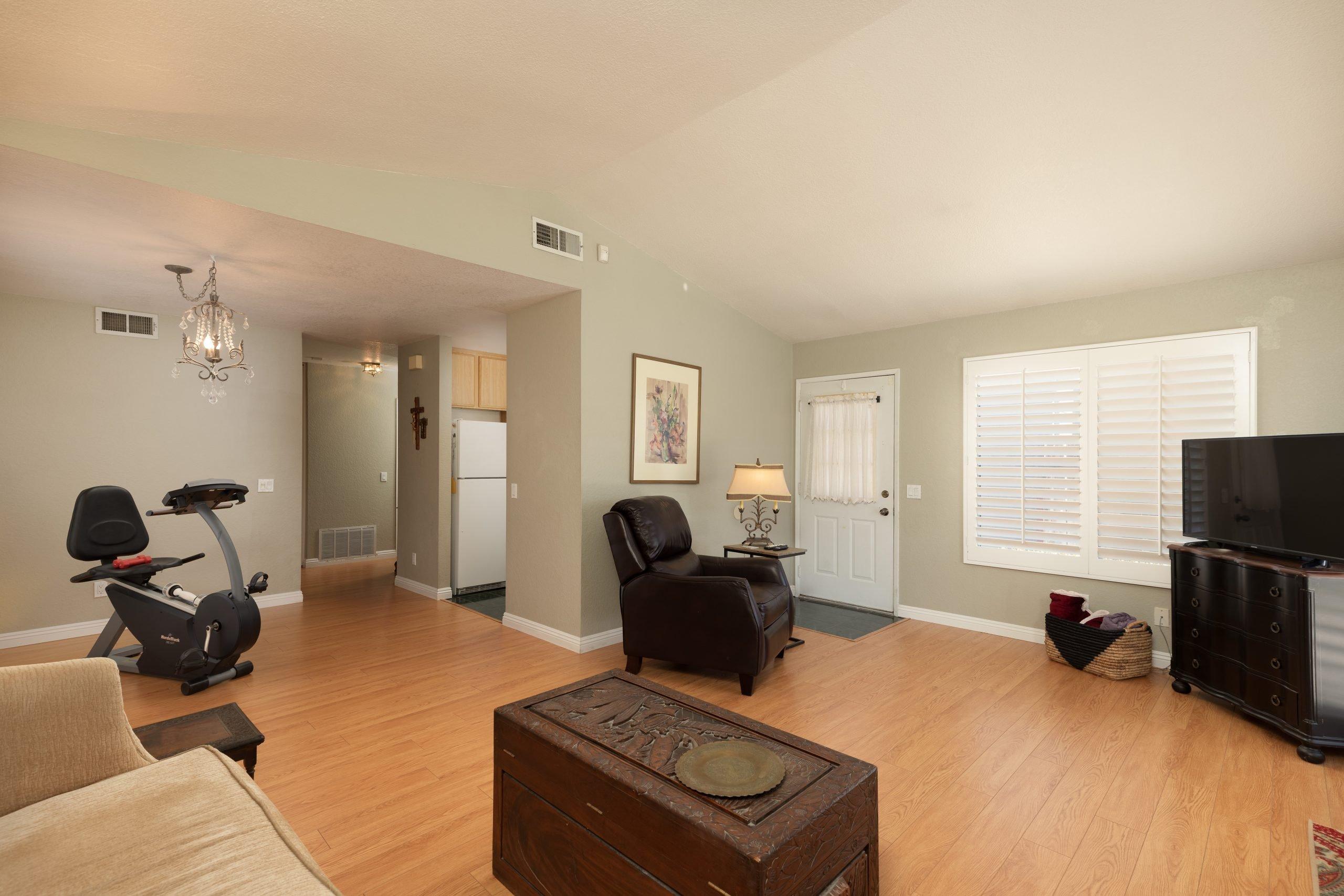 Palmdale CA Real Estate 37128 Marye Margo Circle Palmdale Entryway