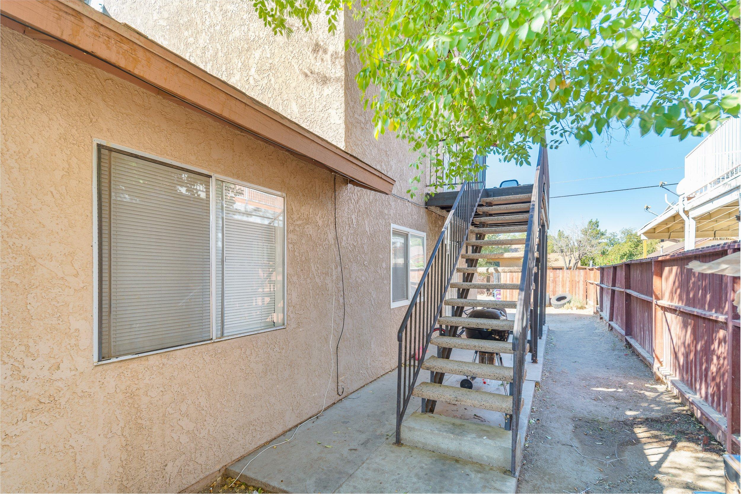 2911 Diamond Street in Rosamond 4 Top Unit Access